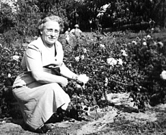 grandmaw with roses