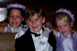 kinder at the wedding