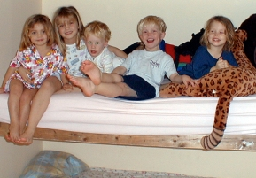 Kissing cousins in the bunk bed2!
